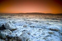 Nascer do sol sobre o mar inoperante imagem de stock royalty free