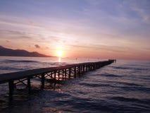 Nascer do sol sobre o molhe Imagem de Stock Royalty Free