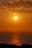 Nascer do sol sobre o oceano imagens de stock