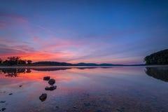 Nascer do sol sobre o reservatório redondo do vale Fotos de Stock Royalty Free