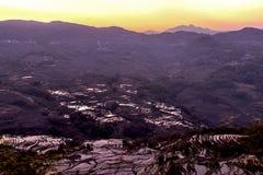 Nascer do sol sobre o terraço do arroz em Yuanyang, Yunnan, China Fotografia de Stock Royalty Free