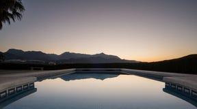 Nascer do sol sobre a piscina Imagem de Stock