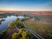 Nascer do sol sobre Poudre RiverTrail Fotografia de Stock Royalty Free