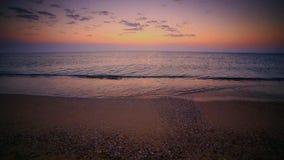 Nascer do sol sobre a praia vídeos de arquivo