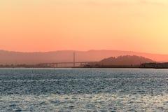 Nascer do sol sobre San Francisco Bay, Califórnia, EUA foto de stock