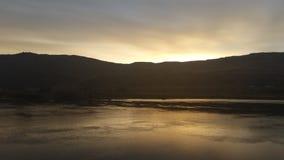 Nascer do sol sobre um lago Imagens de Stock Royalty Free