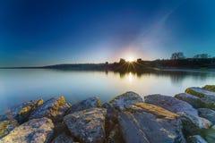 Nascer do sol Sunstar no lago Genebra em Genebra, Suíça Fotografia de Stock