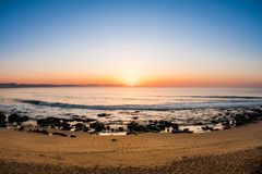 Nascer do sol surpreendente na praia Fotografia de Stock