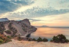 Nascer do sol surpreendente sobre o mar Foto de Stock