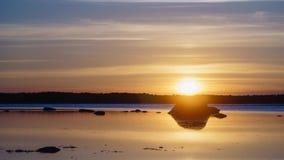 nascer do sol do Tempo-lapso sobre a costa de mar Báltico, Hiiumaa, Estônia filme