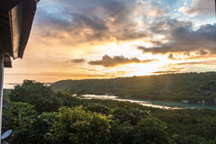 Nascer do sol tropical do paraíso na ilha de Nusa Lembongan, Bali, Indonésia fotos de stock royalty free