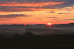 Nascer do sol vermelho com paisagem bonita Imagens de Stock