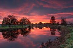 Nascer do sol vermelho sobre o canal de Exeter Imagem de Stock Royalty Free