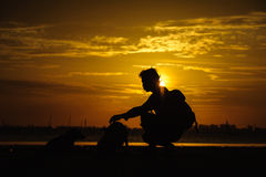 Nasceres do sol no céu, nas nuvens e no bonito da manhã Imagens de Stock