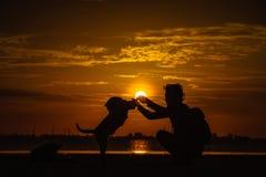 Nasceres do sol no céu, nas nuvens e no bonito da manhã Fotografia de Stock