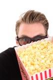 Nascondendosi dietro la benna del popcorn Immagine Stock