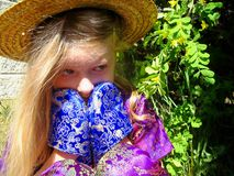 Nascondendosi nell'erba Immagine Stock