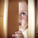 Nascondino del bambino Immagini Stock