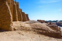 Nashtifan väderkvarnar, Khaf, Iran De äldsta fungerande väderkvarnarna i världen royaltyfri foto