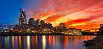 Nashville-Skyline mit Sonnenuntergang lizenzfreies stockfoto