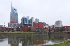Nashville, Tennessee śródmieście z Cumberland rzeką zdjęcia royalty free
