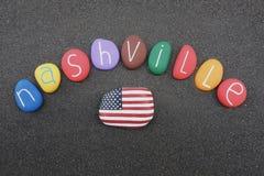 Nashville, Tennessee, Estados Unidos da América, lembrança com as multi pedras coloridas sobre a areia vulcânica preta Imagem de Stock