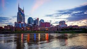 Nashville, Tennessee pejzaż miejski linia horyzontu Przez Cumberland Riv Obrazy Stock