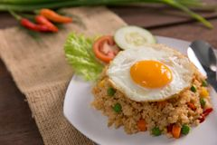 Nasi goreng ή τηγανισμένο ρύζι στοκ εικόνα