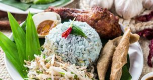 Nasi kerabu eller nasiulam