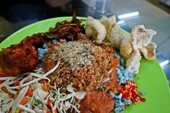 Nasi kerabu-Evenwichtig voedsel Royalty-vrije Stock Afbeeldingen