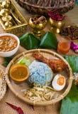 Nasi Kerabu, un riso blu della costa Est tradizionale, famoso dentro immediatamente Immagini Stock