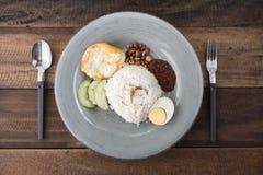 马来西亚食物/烹调nasi lemak 免版税库存图片