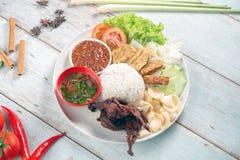 Nasi-lemak kukus mit Wachtelfleisch stockbild