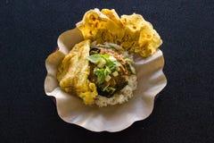 Nasi Pecel avec de la sauce à arachide image libre de droits