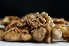 Nasiono orzech włoski na stole Zdjęcia Royalty Free
