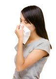 Naso asiatico della donna allergico Fotografie Stock