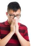 Naso dell'uomo dell'Asia allergico fotografia stock libera da diritti