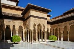 Nasrid slott - domstol av lejonen i Alhambra i Granada, Spanien Royaltyfria Foton