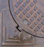 Nasse Abwasserkanalluke Hintergrund, Beschaffenheit Stockbild