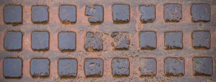 Nasse Abwasserkanalluke Vignette, Hintergrund, Beschaffenheit Lizenzfreie Stockfotografie