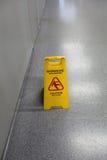 Nasse Bodenwarnung der Vorsicht Stockbilder