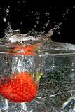 Nasse Erdbeeren. lizenzfreie stockbilder