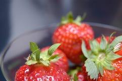 Nasse Erdbeeren II Stockfotos