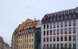 Nasse Gebäude Stockfotos