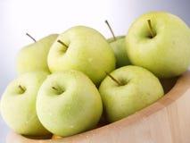 Nasse grüne Äpfel Lizenzfreies Stockbild