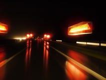 Nasse Nachtstraße Lizenzfreies Stockbild