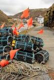 Nasse per crostacei e boe dell'indicatore sulla banchina, Bostcastle, Cornovaglia immagini stock libere da diritti