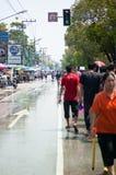 Nasse Straße auf Songkran Festival Lizenzfreies Stockfoto