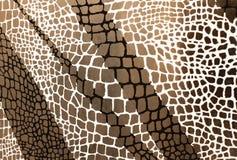 Nasser Keramikziegelhintergrund mit Schwarzweiss-Schachbrettmuster auf Grau stock abbildung