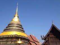 Nasser thailändischer Buddha Stockbild
